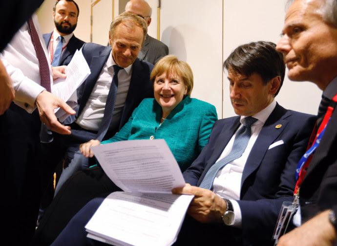 Il premier Conte con gli altri capi di Stato Ue