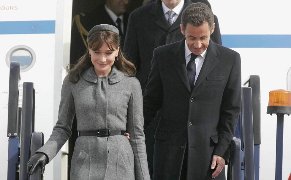 Carla Bruni y Nicolas Sarkozy, a su llegada a Londres en agosto de 2008.