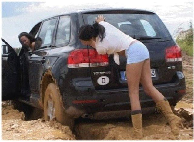28 веселых фото о том, что может женщина за рулем