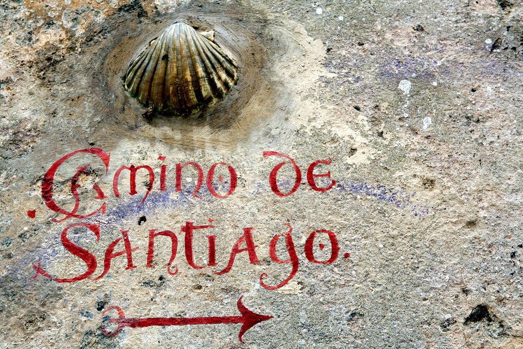Indicador del Camino de Santiago en Laredo