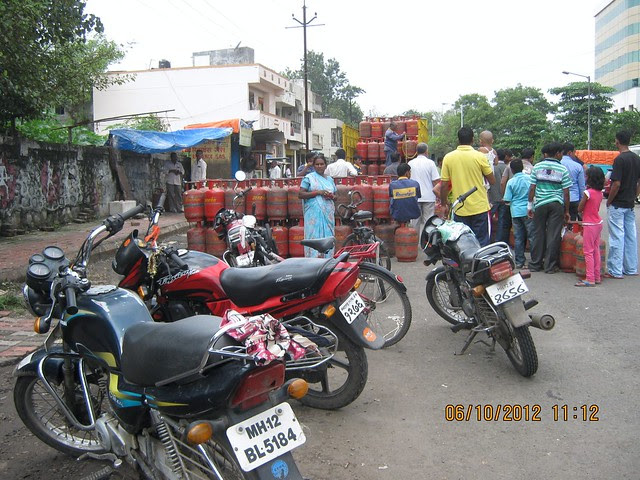 Gas Bazar on Pashan Sus Road