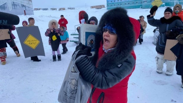 Stranded Baffinland mine workers pen open letter to protesters, say they support Inuit