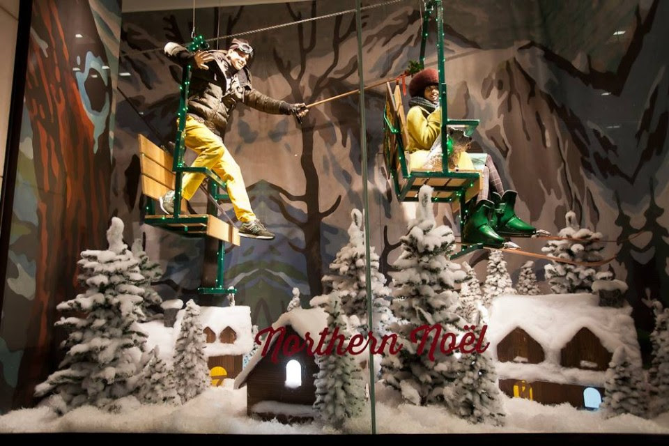 best-window-displays_holt-renfrew_2013_christmas_nothern-noel_07