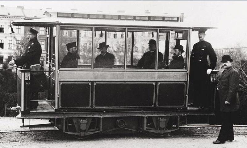 File:First electric tram- Siemens 1881 in Lichterfelde.jpg