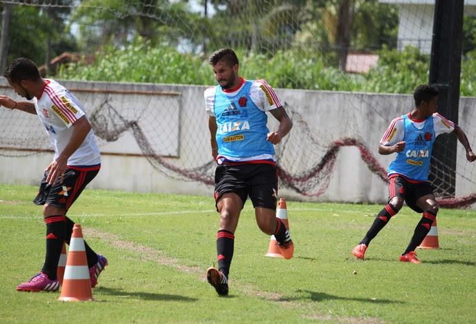 Canteros, Mugni e Gabriel ralam no treino do Flamengo (Foto: Gilvan de Souza / Flamengo)