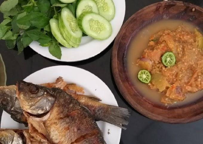Cara Mudah Mempersiapkan Ikan mas goreng sambal kencur Cita Rasa Tinggi