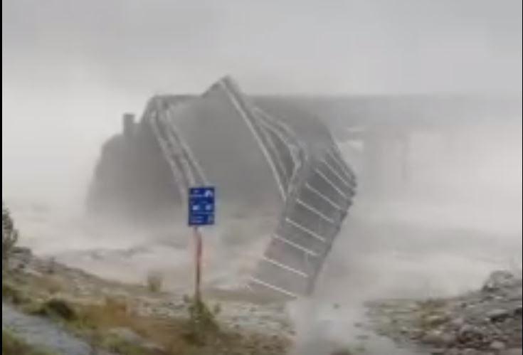 γέφυρα του αυτοκινητοδρόμου κατάρρευση νέα καταιγίδα Ζηλανδία, κατάρρευση γέφυρα αυτοκινητοδρόμου νέο βίντεο ζούγκλα καταιγίδα, κατάρρευση γέφυρα αυτοκινητοδρόμων νέα πορεία καταιγίδα της Ζηλανδίας 2019