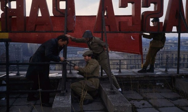 tearing-down-communist-logo-central-committee-building