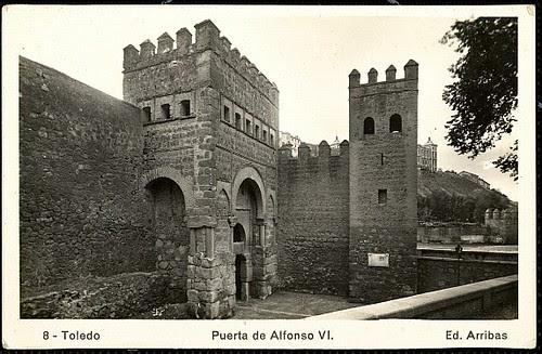 Puerta vieja de Bisagra o de Alfonso VI (Toledo) tras su restauración. Foto Arribas, 1952
