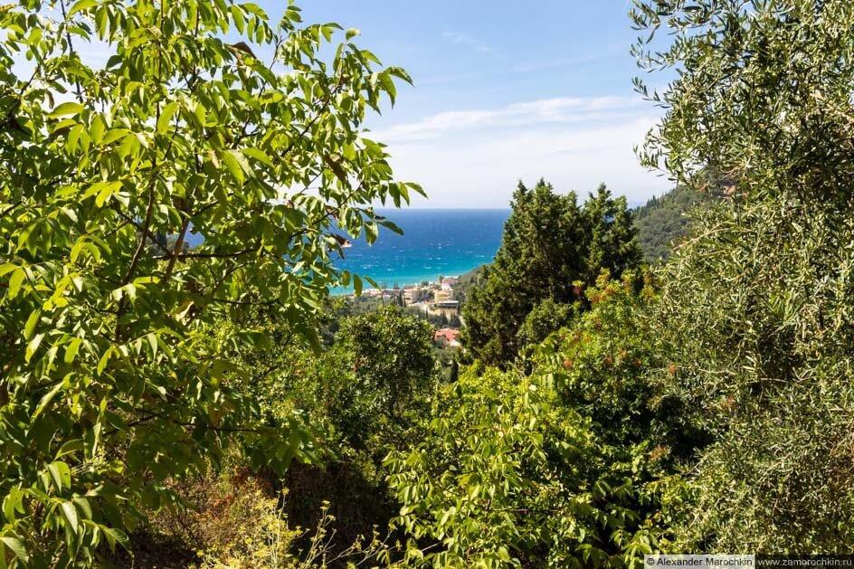 Вид на Агиос Гордиос с дороги