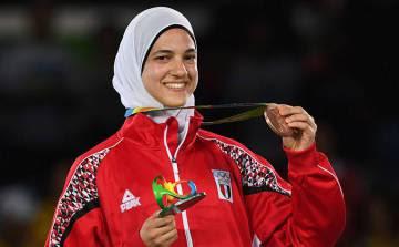 Hedaya Malak muestra su medalla de bronce en los Juegos Olímpicos de Río 2016.