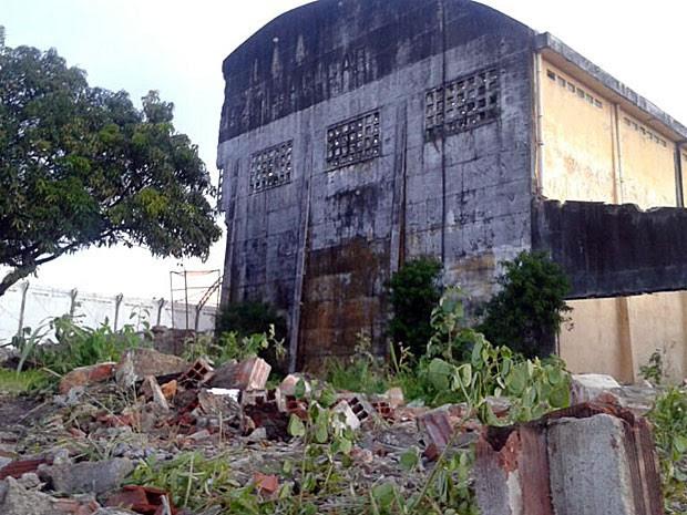 Demolição de armazéns no Cais José Estelita, no Recife (Foto: Luna Markman / G1)