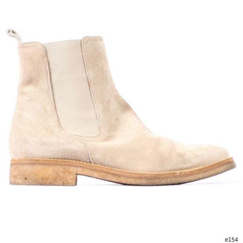 https://www.etsy.com/listing/178477398/chelsea-boots-beige-suede-vintage-ankle ☆ https://es.pinterest.com/iolandapujol/pins/ ☆ @ iola_pujol / @iolastyle