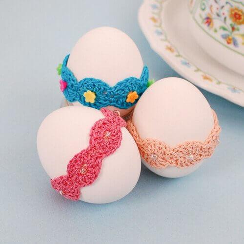 Crochet Easter Pattern ... Lace Wrap Egg Decor | www.petalstopicots.com | #crochet #Easter #egg #pattern