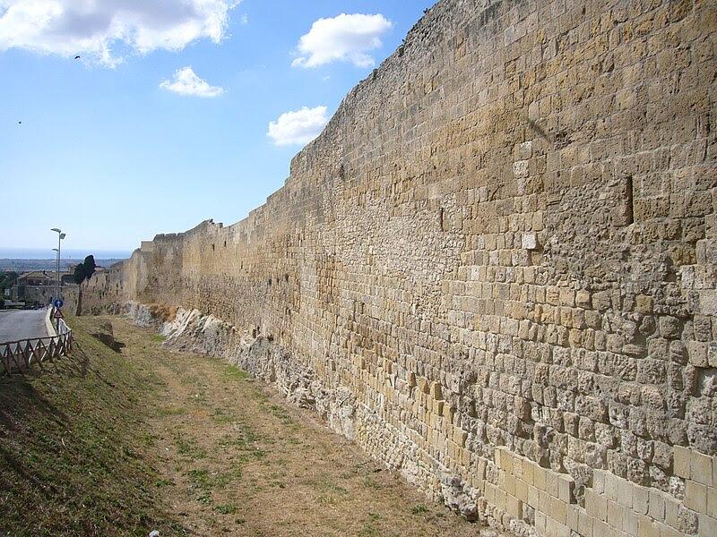 Fil: Tarquinia - mura 1180381.JPG