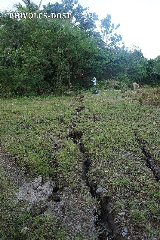 crack philippines, Giant cracks appeared after the M6.5 earthquake in a village in the Philippines. Via Phivolcs