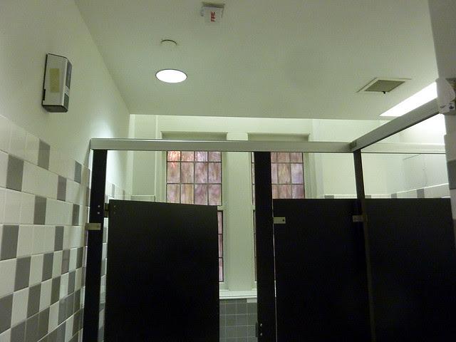 P1170985-2013-03-22-enclosed-Lowry-Hall-1927-Oglethorpe-University-Phoenix-Flies-APC-stained-glass-in-bathroom