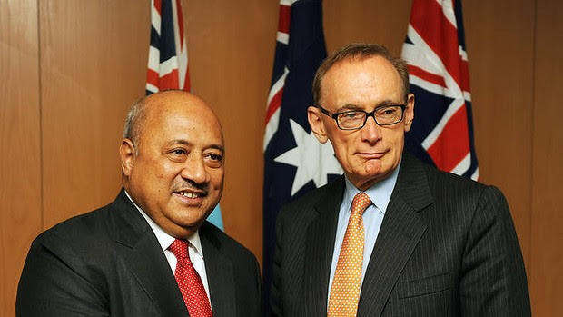 Fiji's Foreign Minister Ratu Inoke Kubuabola (L) shakes hands with Australia's Foreign Minister Bob Carr (R)