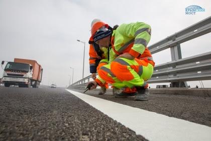 Сезон «грузового» движения на Крымском мосту откроют осенью