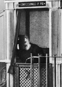 O Padre Pio no confessionário