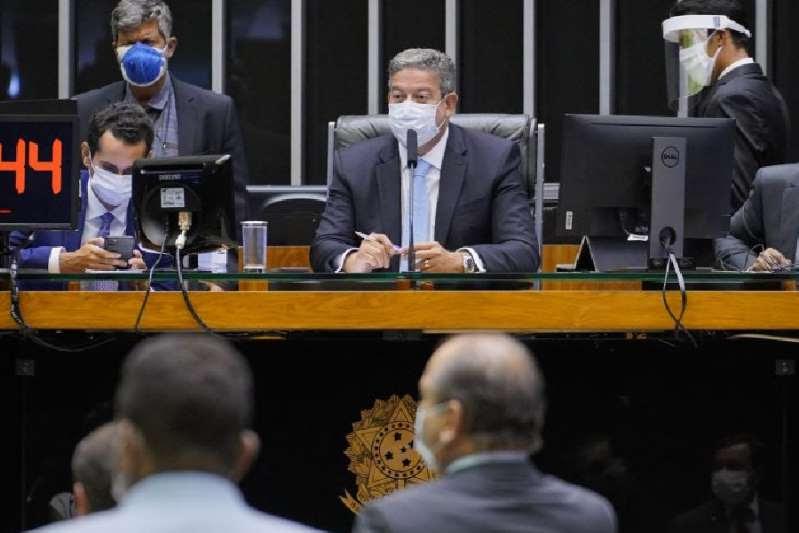 Na madrugada, Câmara aprova texto-base da PEC Emergencial em 1º turno
