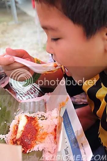abang koning makan nasi lemak