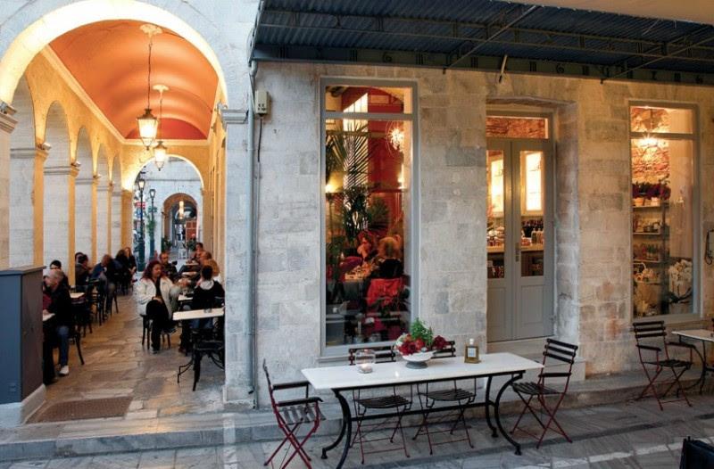 Αυτό είναι το πιο ελληνικό και κλασικό καφενείο της χώρας: Βρίσκεται μόλις 3 ώρες μακριά από την Αθήνα! (photos)