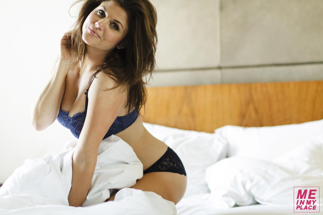 Tiffani Thiessen Poses For Me In My Place Desifunblog