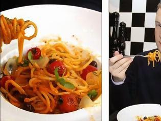 Φωτογραφία για Έτσι τρώγεται σωστά το φαγητό: Δεν κόβουμε ποτέ τα μακαρόνια, καθαρίζουμε την μπανάνα με το μαχαίρι