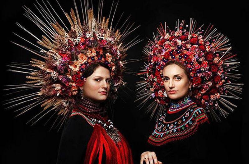 Mulheres modernas usando coroas tradicionais ucranianas dão um novo significado a uma antiga tradição 11