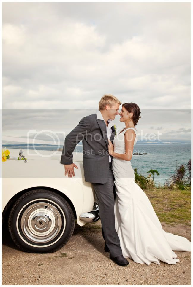 http://i892.photobucket.com/albums/ac125/lovemademedoit/NH_YellowWedding_043.jpg?t=1293521999