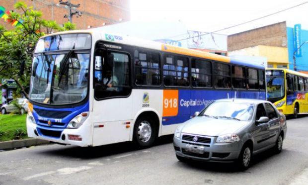 Vítima foi atingida POR disparo de Dentro de Ônibus NAS Rendeiras / Foto: Reprodução / TV Jornal.
