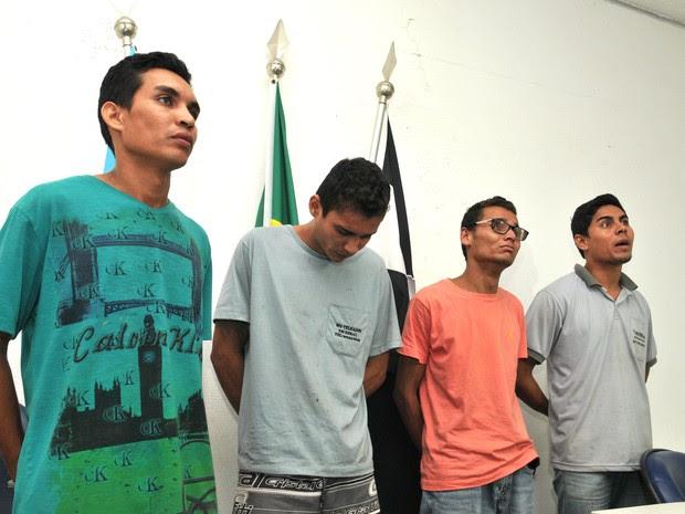 Os quatro irmãos alegam que não mataram o obreiro em Cariacica (Foto: Fernado Madeira/ A Gazeta)