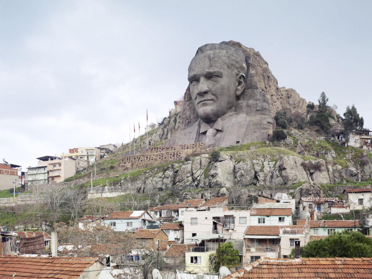 Paisagens alteradas pelas maiores estátuas do mundo 03
