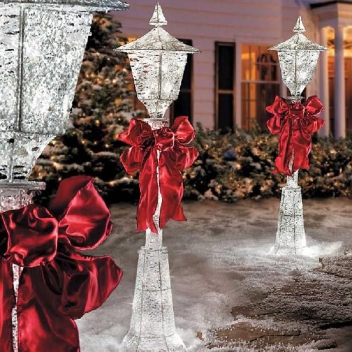 Lighted Snow Lamp Post