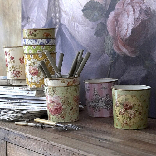 dyingofcute:  Set of ten French floral cachepots