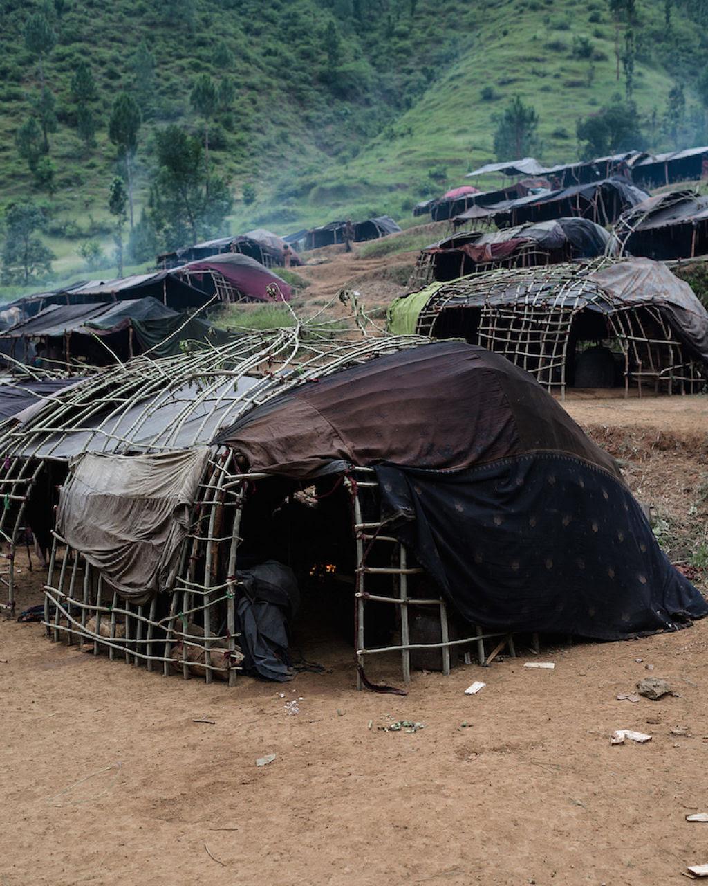Fotógrafo documenta os últimos caçadores-coletores de tribo do Himalaia 12