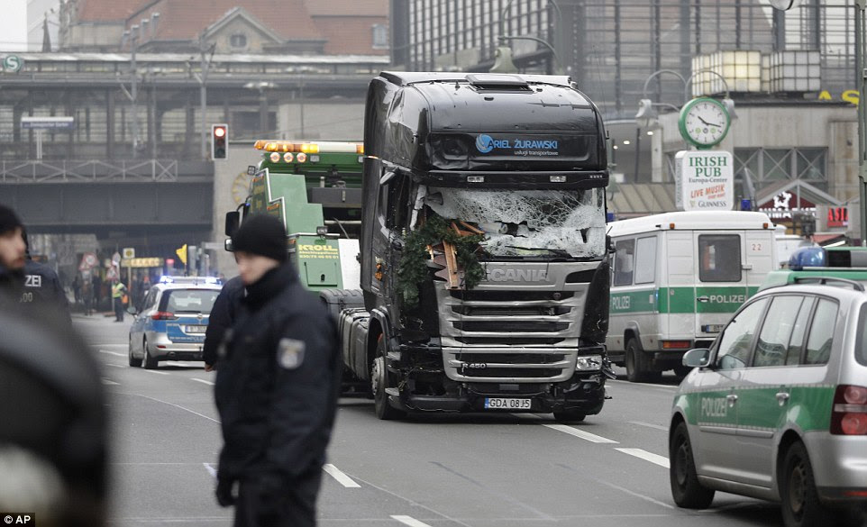Investigação: O camião foi dada uma escolta policial hoje quanto foi levado para exame forense