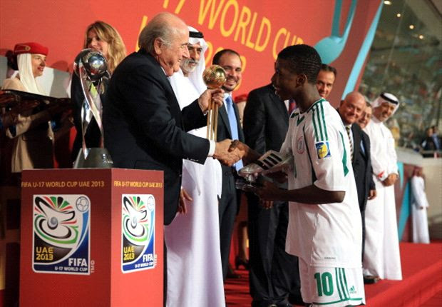 Kelechi Iheanacho receives award from Fifa President