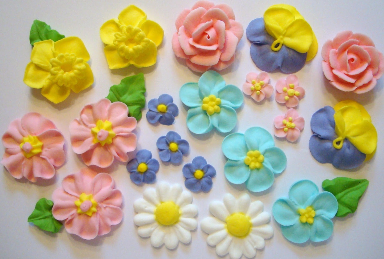 http://prinsesamusang.files.wordpress.com/2013/04/royal-icing-flowers.jpg