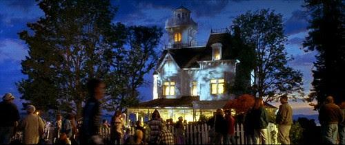 practicalmagic_house_end_night