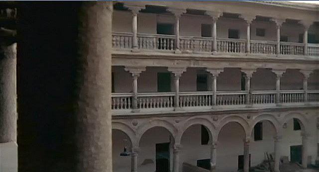 "Claustro de San Pedro Mártir, Toledo, en 1969 (Captura de ""Tristana"" de Buñuel)"