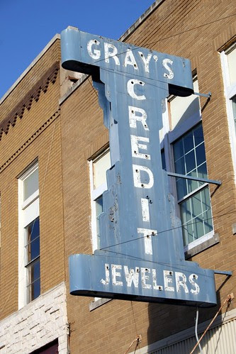 gray's jewelers neon sign