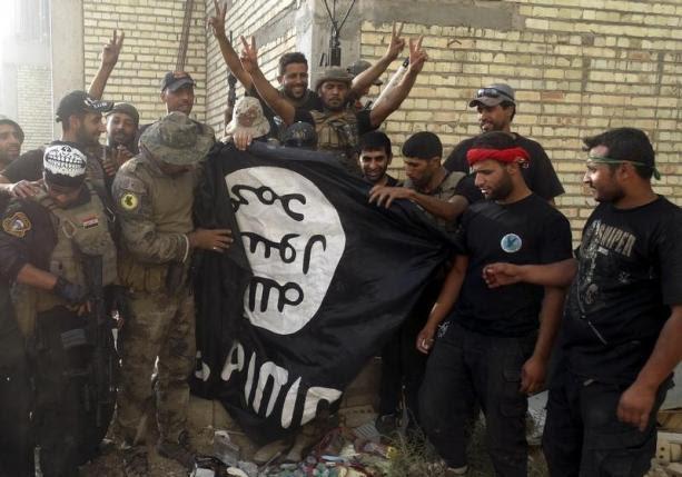 """Hình ảnh IS biến Ramadi thành """"quan tài bít kín"""" giam cầm thường dân số 1"""