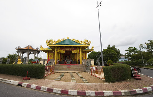 Sapan Hin Shrine from the road