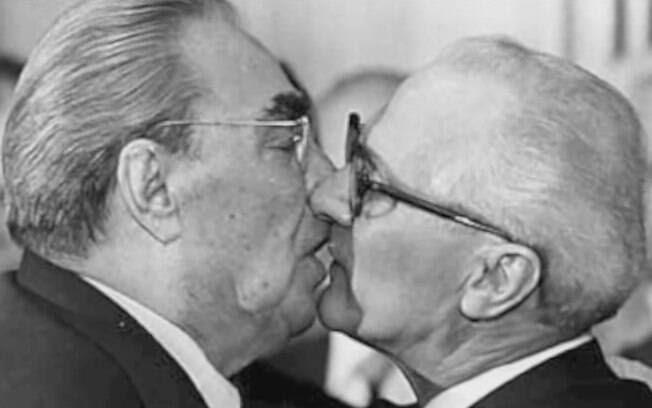 Leonid Brezhnev e Erich Honecker