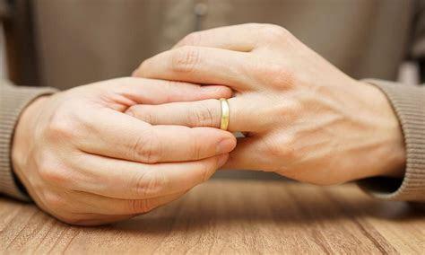 Top 5 Most Comfortable Men's Wedding Rings   Overstock.com