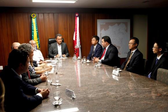 Governador em encontro com chineses no CAB (Foto Mateus Pereira).