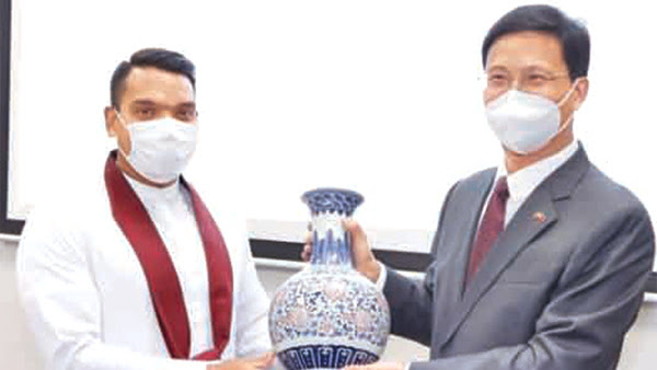 Youth and Sports Minister Namal Rajapaksa was receiving a memento on the occasion.