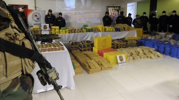 Armas y marihuana incautadas en Paraguay